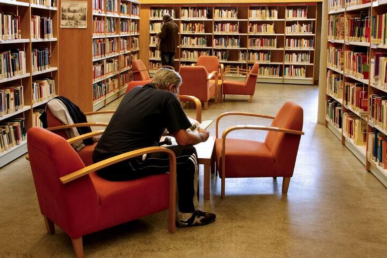 Masturbndose en la biblioteca - Canalpornocom