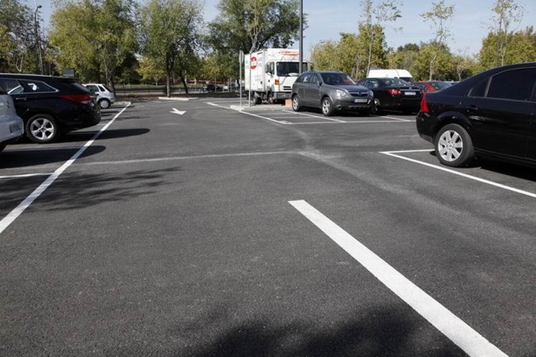 Nuevo aparcamiento en superficie gratuito y una pista multideportiva para los vecinos de La Alhóndiga de Getafe