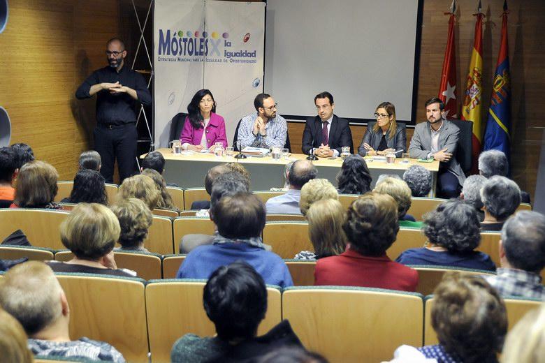 El Alcalde de Móstoles se reune con 170 asociaciones para explicar los hechos acontencidos en las últimas semanas