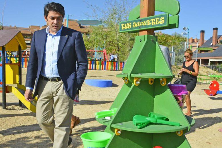 Espacios para que los niños compartan sus juguetes en los parques de Alcorcón