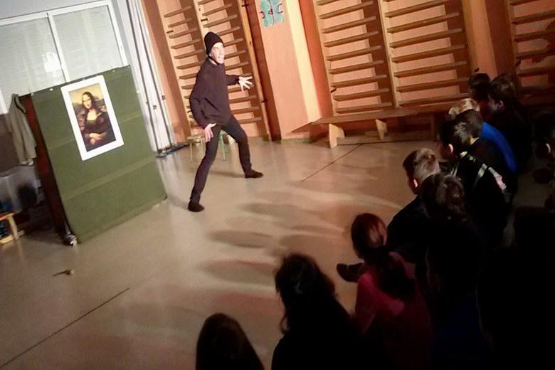 """Cerca de 2.000 escolares de Pozuelo mejoran su inglés a través del programa de cuentacuentos """"Storytelling"""" este curso"""