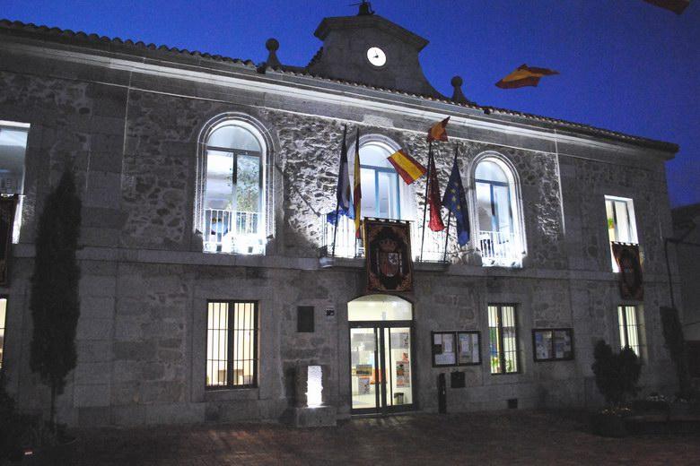 El Ayuntamiento de Valdemorillo luce ya nueva iluminación exterior