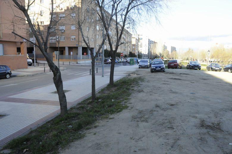 Móstoles convertirá un terrizo de la calle Maestros en un aparcamiento en superficie
