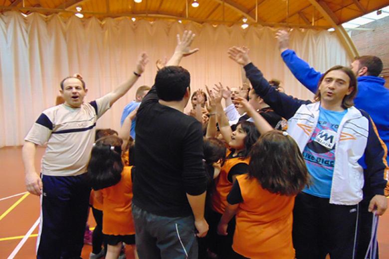 Entrenamientos familiares en las Escuelas de Baloncesto de Pinto con motivo del Día del Padre