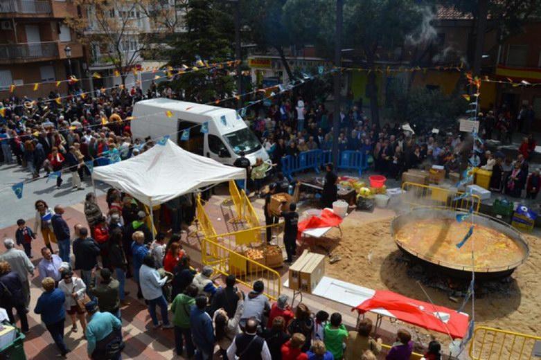 Más de tres mil personas disfrutan en Alcorcón de la gran paella en honor a Santo Dominguín