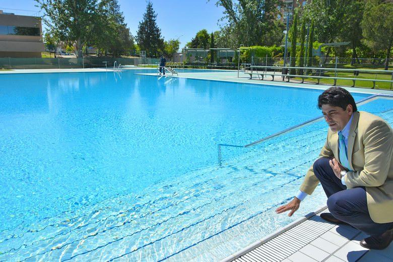 Las piscinas municipales de alcorc n abrir n desde el 6 de for Piscina islas tres cantos