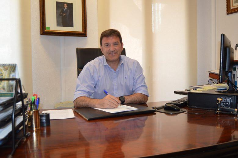 El alcalde de Humanes, José Antonio Sánchez, se baja de nuevo el sueldo
