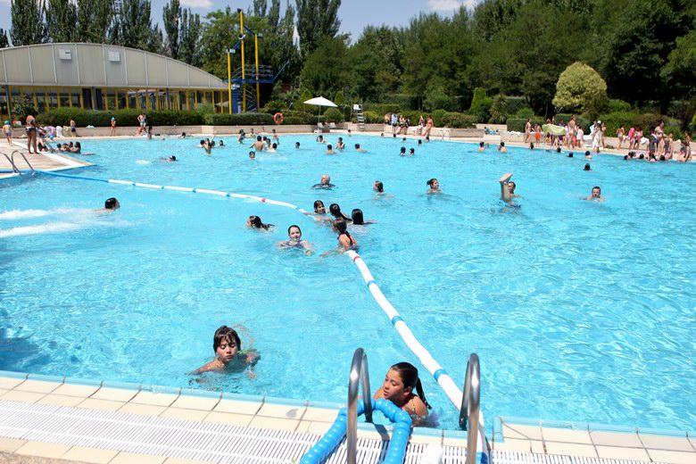 Las piscinas de la comunidad inician la temporada para m s for Piscina arganda del rey