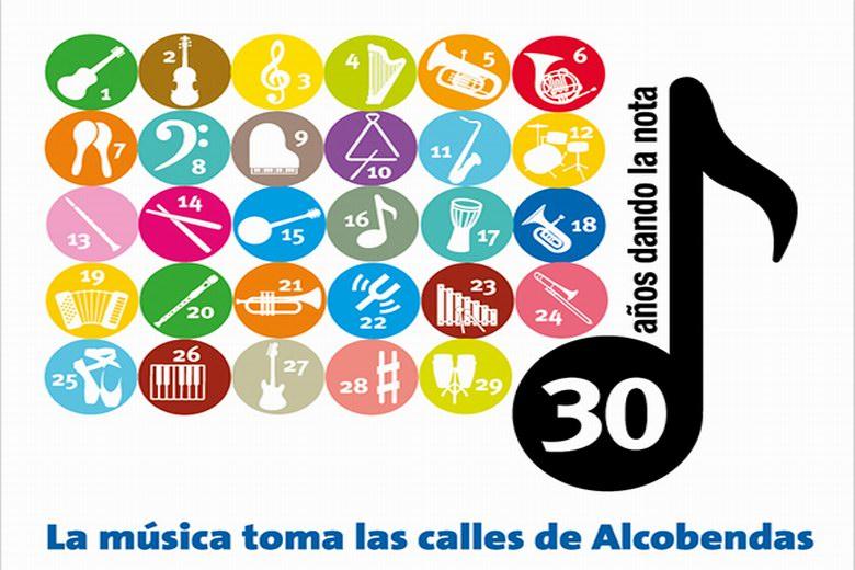 Alumnos, formaciones y profesores de la Escuela de Música y Danza de Alcobendas 'toman la calle'