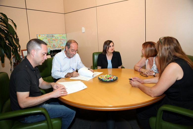 Fuenlabrada firma un convenio de colaboración con la Asociación de Familiares de Enfermos de Alzheimer