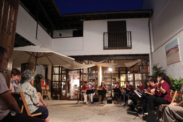 La Asociación 'Amigos de Navalcarnero' llena de música las calles de la ciudad