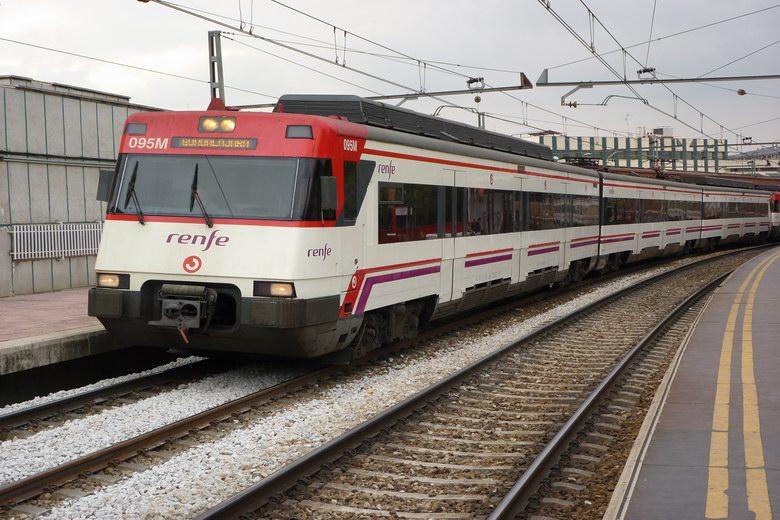 Problemas en la línea C-5 de RENFE Cercanías Madrid por una avería de infraestructura entre las estaciones de Laguna y Cuatro Vientos