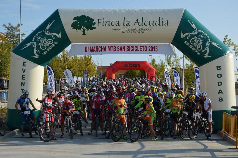 """Más de 500 personas participaron en la III Marcha Cicloturista """"San Bicicleto"""" de Humanes"""