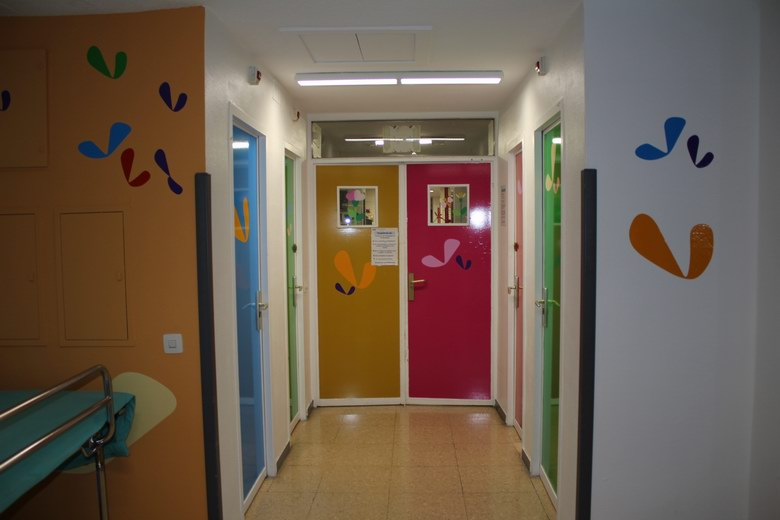 El Hospital La Paz humaniza la Unidad de Dolor Infantil con juegos de luz y color