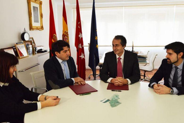 Alcorcón firma un convenio con la clínica de la Universidad Rey Juan Carlos para atender a los afectados de Funnydent