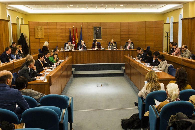 Pozuelo solicitará al Ayuntamiento de Madrid que acondicione un estacionamiento en Colonia Jardín