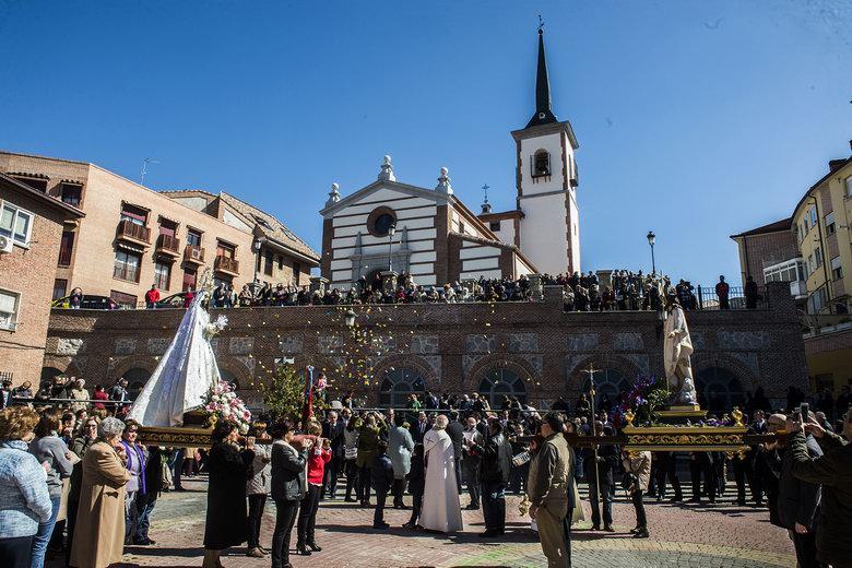 La Procesión del Encuentro y la tirada de 'Las Aleluyas' cierran la Semana Santa en Pozuelo