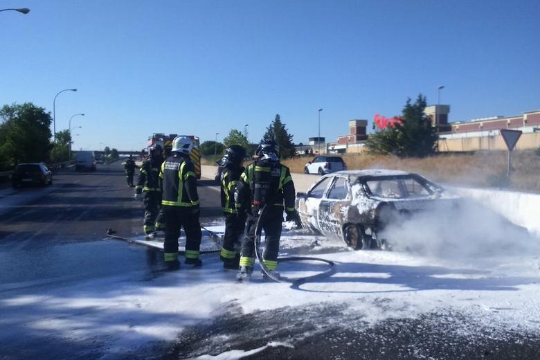 Arde un vehículo en la M-506 a la altura de Fuenlabrada