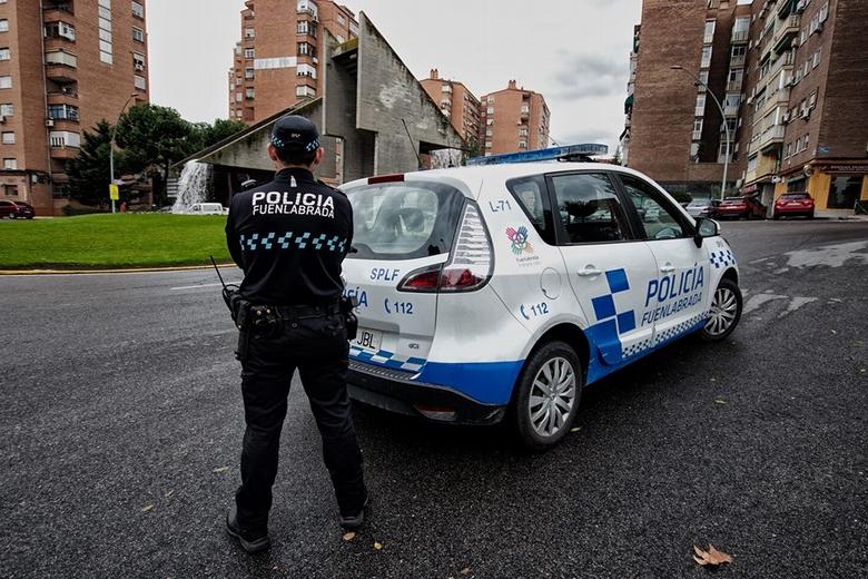 Policía Local de Fuenlabrada y Bienestar Social colaboran en un programa de seguimiento a mayores que viven solos