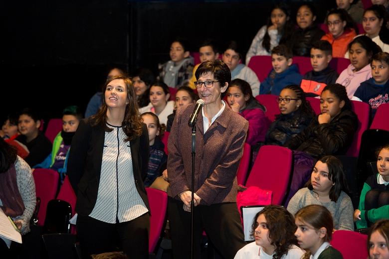Alumnos de Pozuelo llenan el MIRA Teatro para realizar una conexión en directo con la Antártida