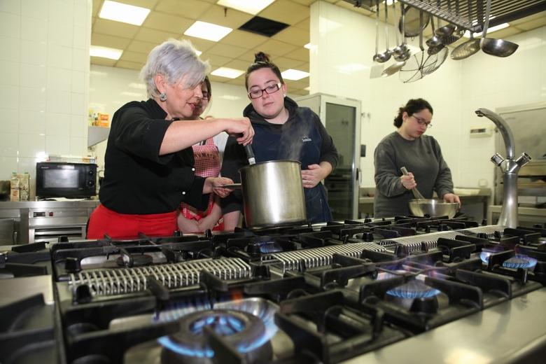 El CIFE de Fuenlabrada renueva los equipamientos de los cursos de Hostelería, Administración y Sanidad
