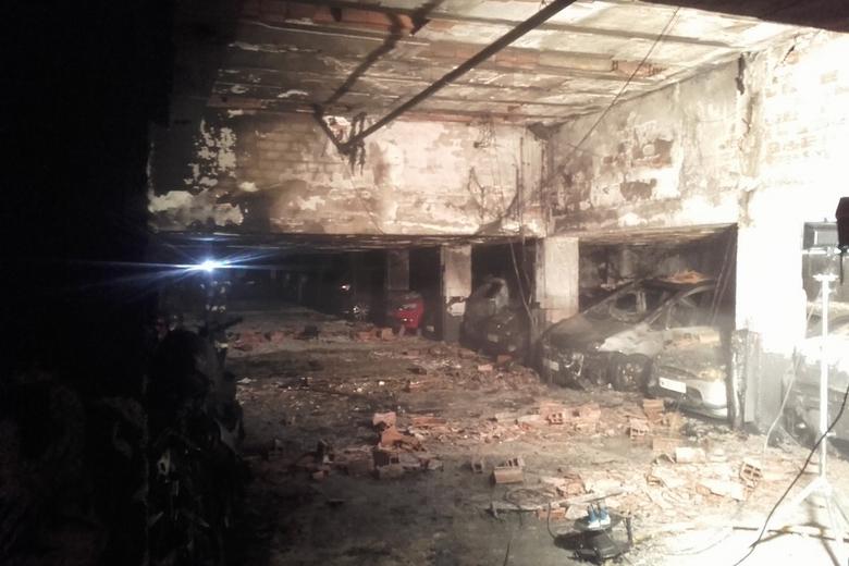 doce coches y once motos calcinadas tras el incendio del On el garaje madrid