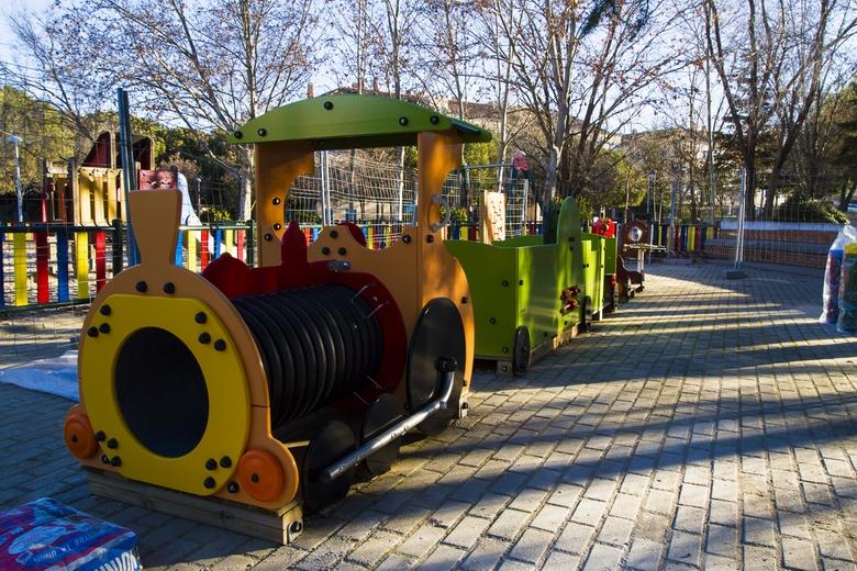 Pinto instala nuevos juegos adaptados en los parques de la ciudad