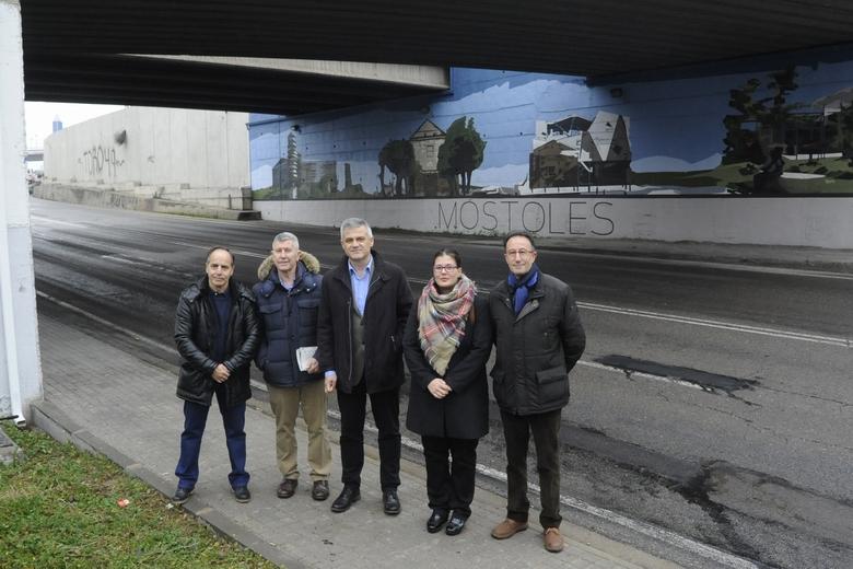 Móstoles lleva a cabo el embellecimiento de las fachadas del puente de entrada y salida de la ciudad