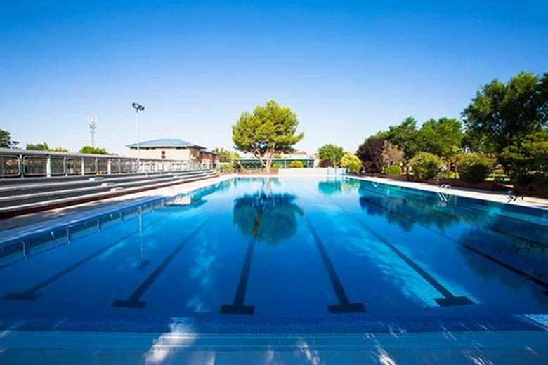 pinto abre las puertas de la piscina municipal renovada