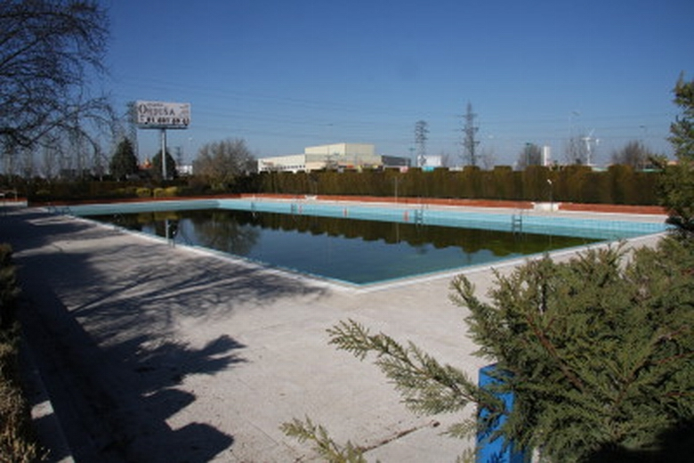 La piscina de verano del complejo acu tico municipal for Piscina municipal getafe