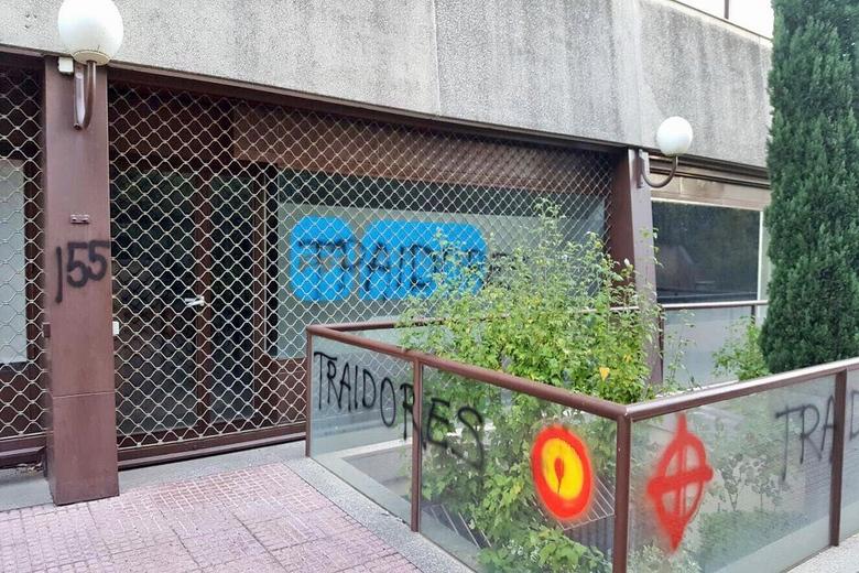 Atacada con pintadas fascistas la sede del PP de Las Rozas