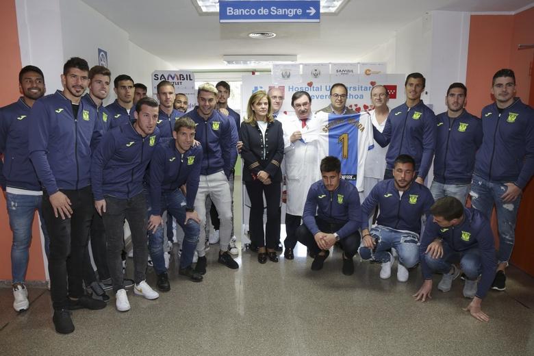 El alcalde y los jugadores del CD Leganés animan a los ciudadanos a participar en el XIII Maratón de Donación de Sangre del Hospital Severo Ochoa