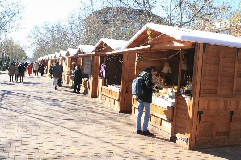 El encuentro de artesanos del Mercadillo de Navidad de Tres Cantos abre sus puertas con talleres gratuitos