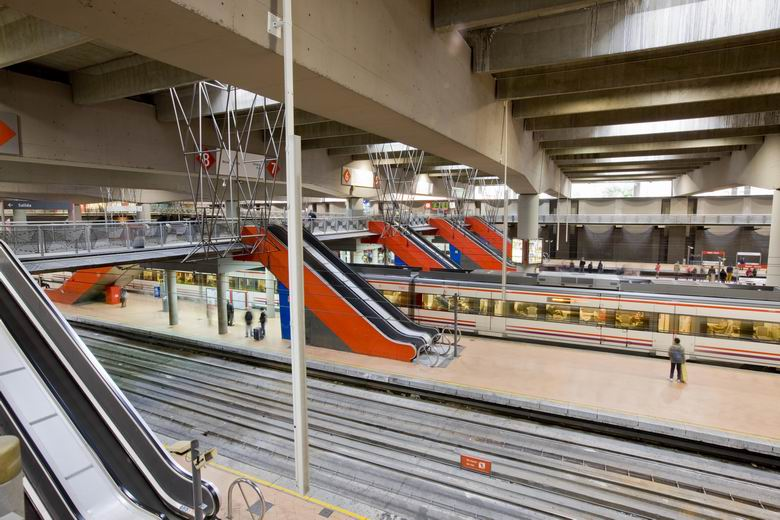 Renfe cambiar 60 escaleras mec nicas y 14 ascensores en for Oficina de empleo atocha
