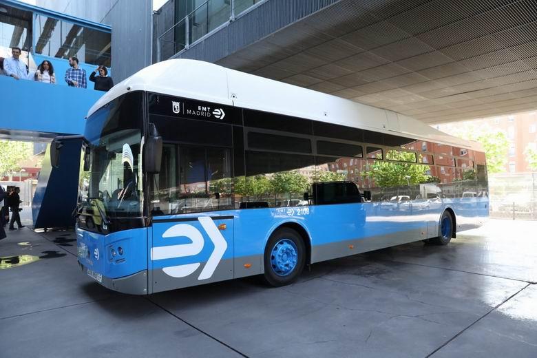 La Empresa Municipal de Transportes de Madrid homenajeará a los niños decorando un autobús con un dibujo infantil