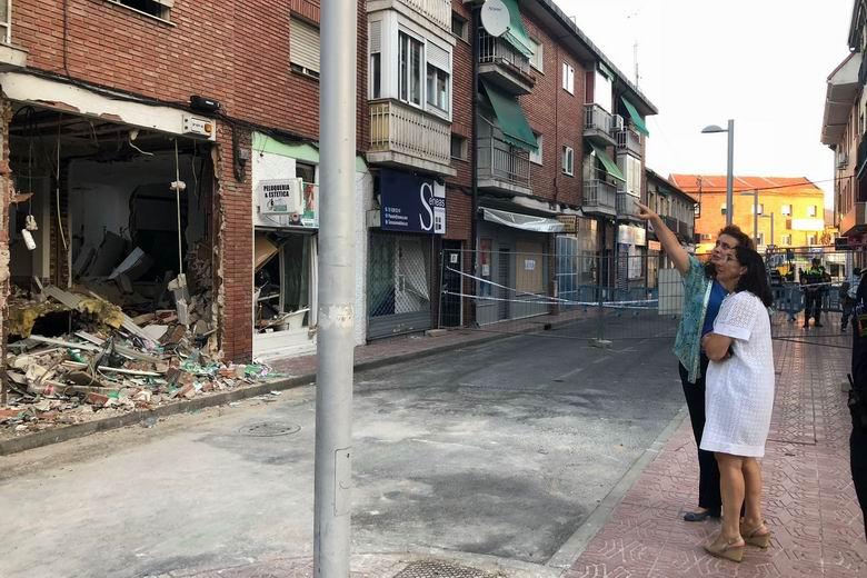 Comienzan los trabajos de apuntalamiento del edificio afectado por la explosión en un restaurante del Barrio de la Estación de Pozuelo