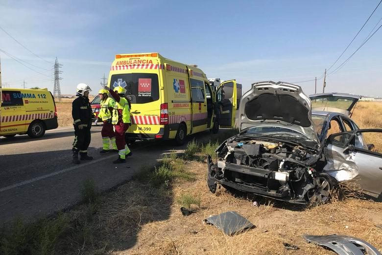 Herido un hombre de 68 años tras un choque frontal entre un turismo y un camión en la M-404