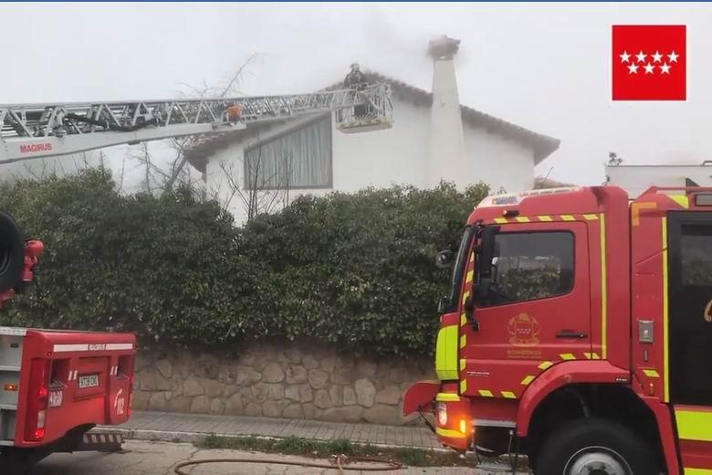 Los Bomberos evitan un incendio en un chalet de Valdemorillo