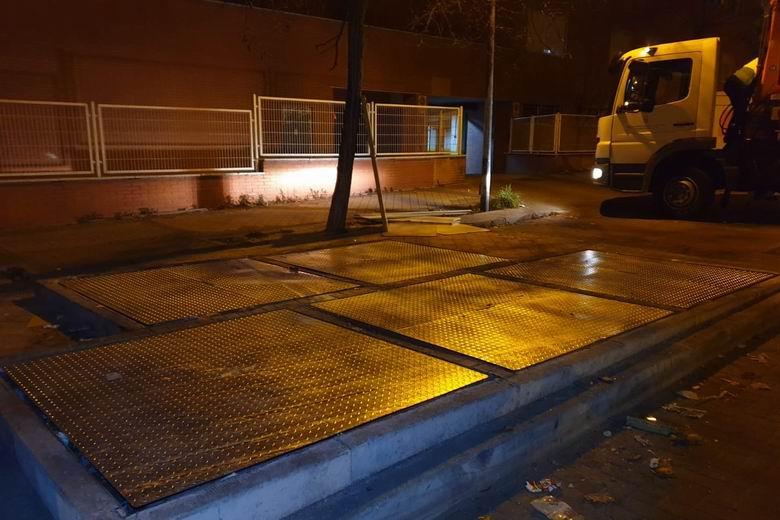 Tras la intervención sobre diversas islas ecológicas dañadas en Alcorcón, el plan de choque de ESMASA activa su siguiente fase con la limpieza de fosos