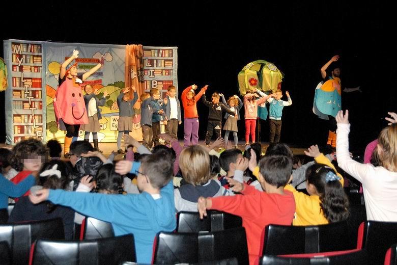 Más de 9.000 estudiantes de Valdemoro se divierten aprendiendo inglés en el teatro