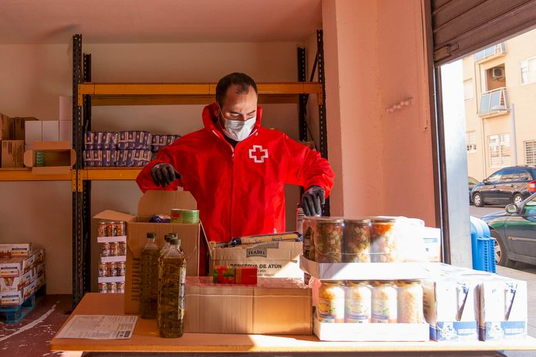 Cruz Roja distribuye alimentos entre las familias más necesitadas de Pinto, Valdemoro, Ciempozuelos y San Martín de la Vega durante la crisis del coronavirus