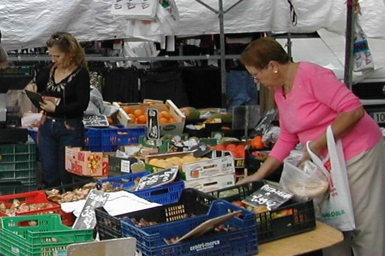 El Mercadillo municipal de Parla amplía su celebración a dos espacios con el fin de ofrecer más facilidades a comerciantes y clientes