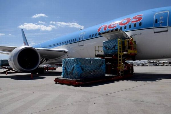aviones material sanitario barajas madrid