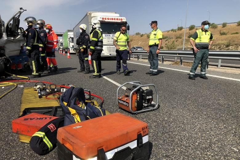 Un herido grave tras un choque entre dos camiones en la M-50 a la altura de Getafe
