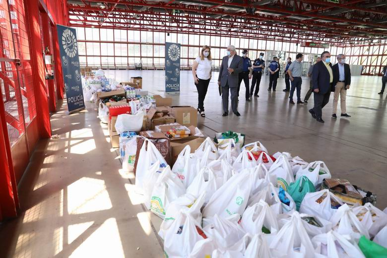 La Policía Municipal de Madrid entrega 15 toneladas de comida al Banco de Alimentos