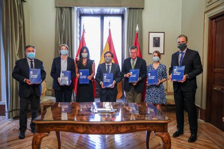 El Pleno del Ayuntamiento de Madrid aprueba los Acuerdos de la Villa, un documento con 352 medidas para reactivar la ciudad tras la pandemia