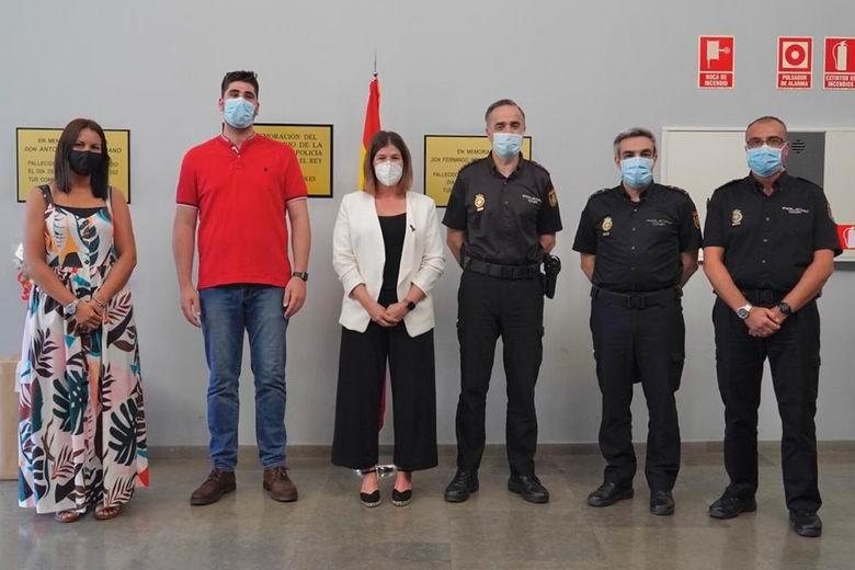 La alcaldesa agradece a la Policía Nacional de Móstoles su trabajo durante la crisis sanitaria