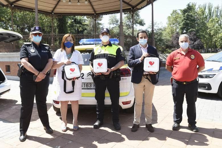 La Policía Municipal de Pozuelo de Alarcón equipa con desfibriladores a sus coches patrulla