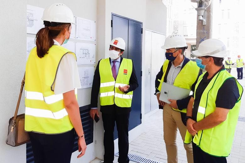 La Comunidad de Madrid ultima las obras de una promoción de viviendas en el Ensanche de Vallecas para familias con escasos recursos
