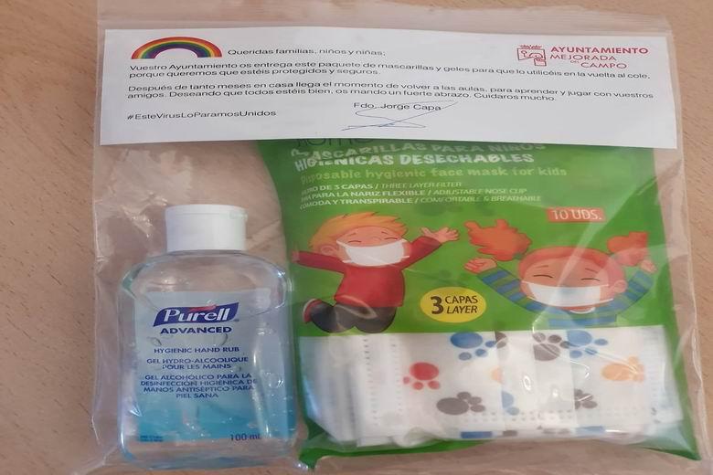 Mejorada del Campo entrega un kit de mascarillas y gel al alumnado y docentes del municipio para una vuelta segura a las clases